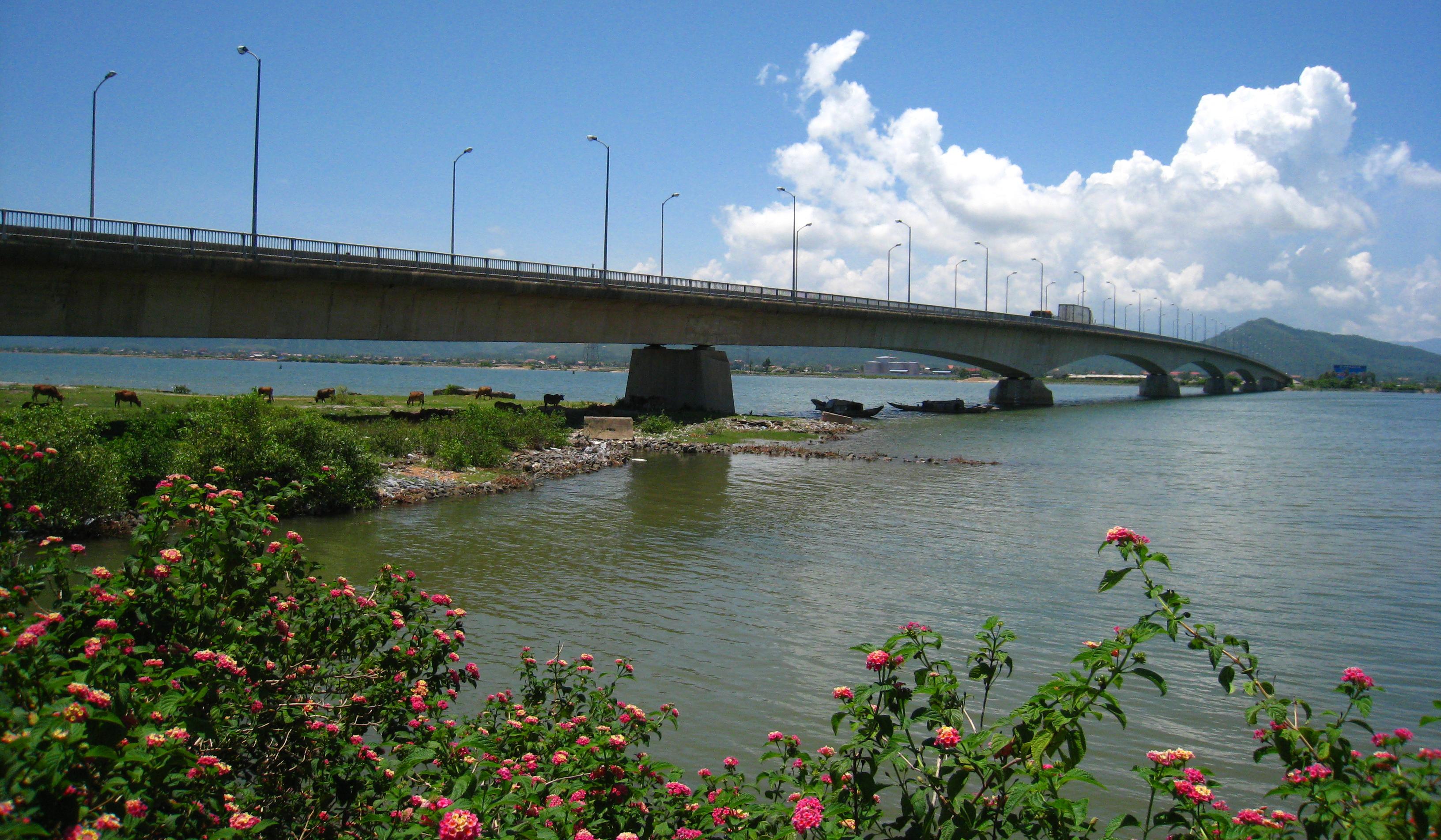 Cầu Sông Gianh