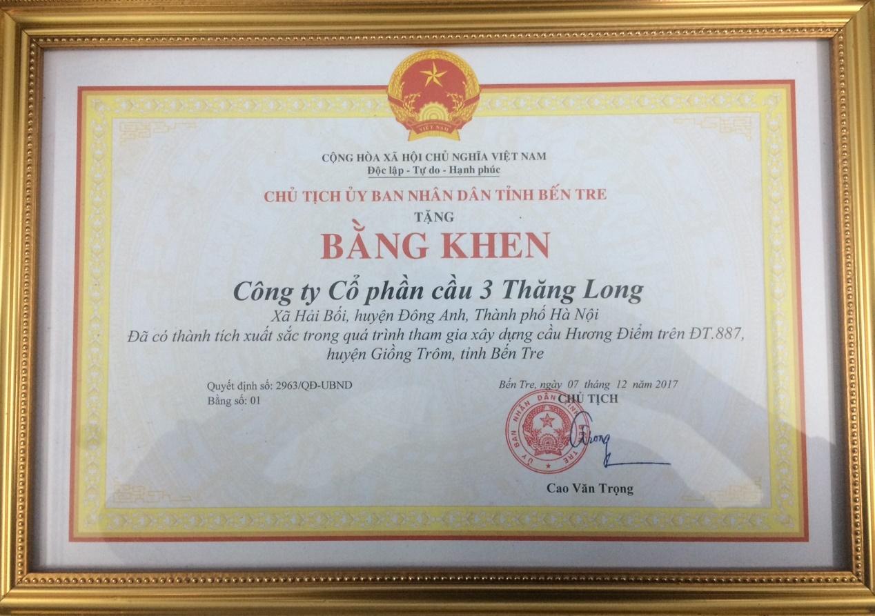chủ tịch UBND tỉnh Bến Tre tặng bằng khen